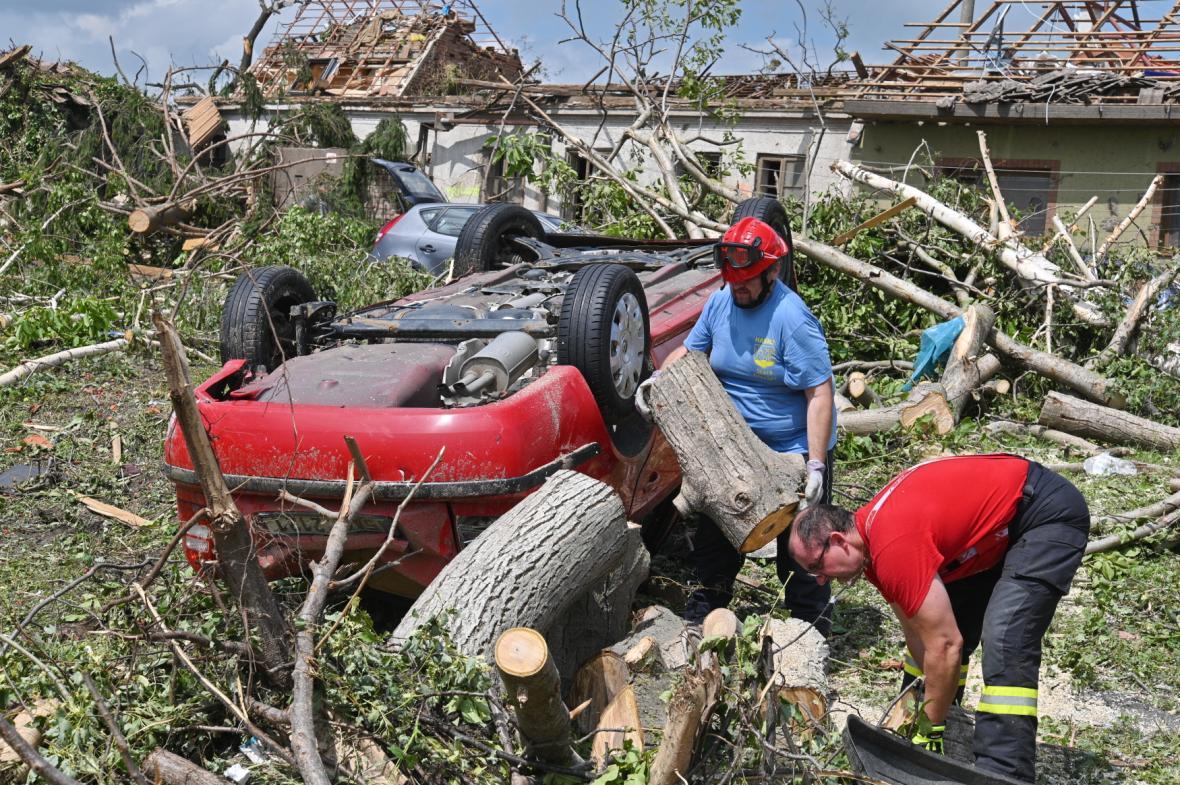 Následky tornáda a silných bouří na jižní Moravě