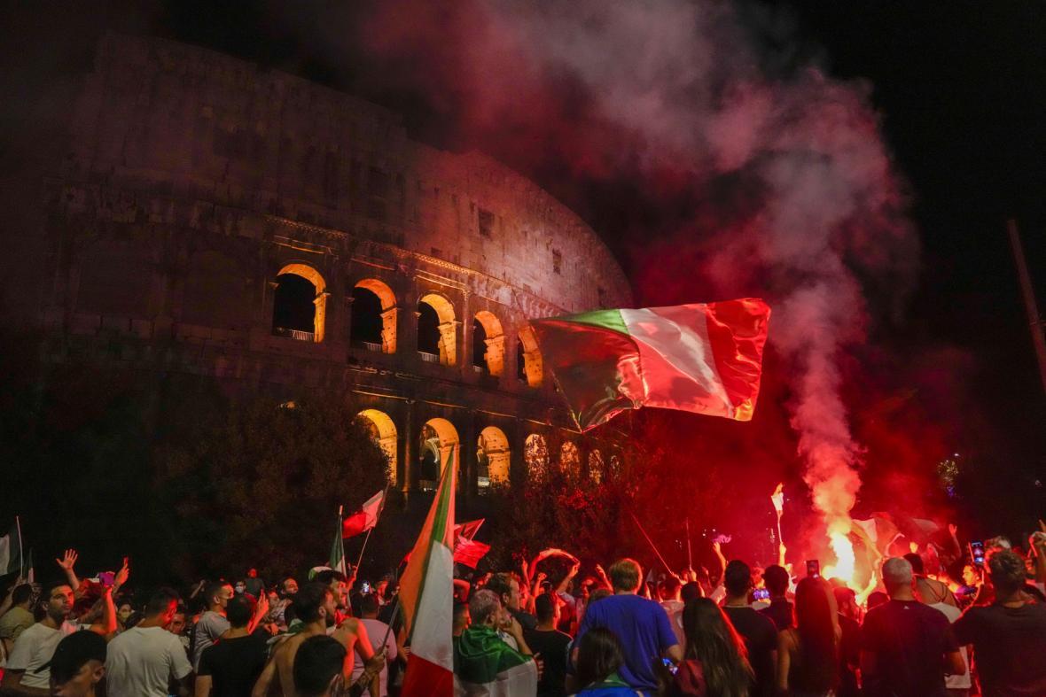 Italové slaví výhru na fotbalovém Euru