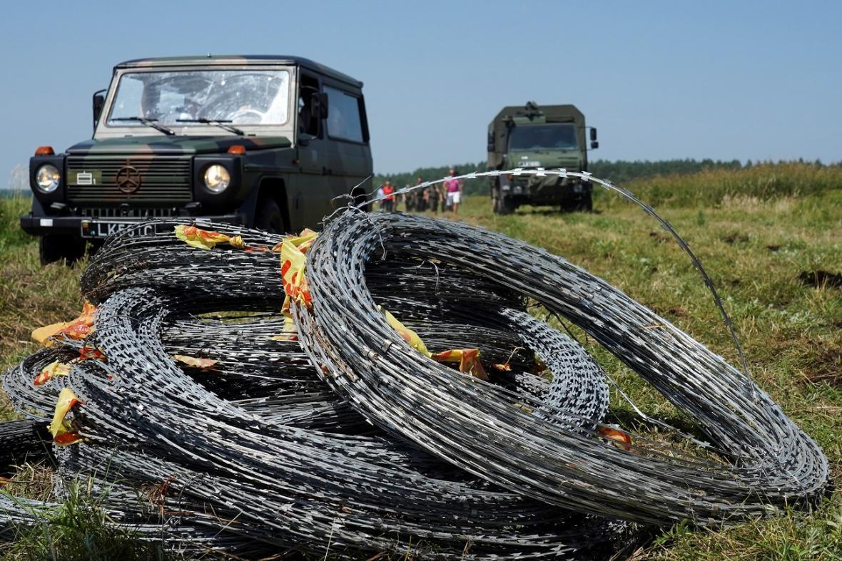 Bariéru na hranicích Litvy s Běloruskem tvoří žiletkový ostnatý drát