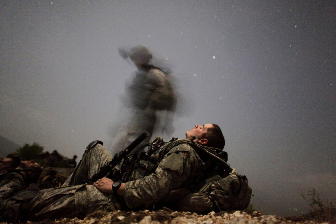 """Afghánistán je """"hřbitovem impérií"""". Spojenci se po dvou dekádách stahují, země se propadá do chaosu"""