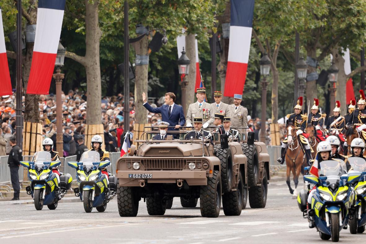 V Paříží se konala tradiční vojenská přehlídka u příležitosti výročí dobytí Bastily