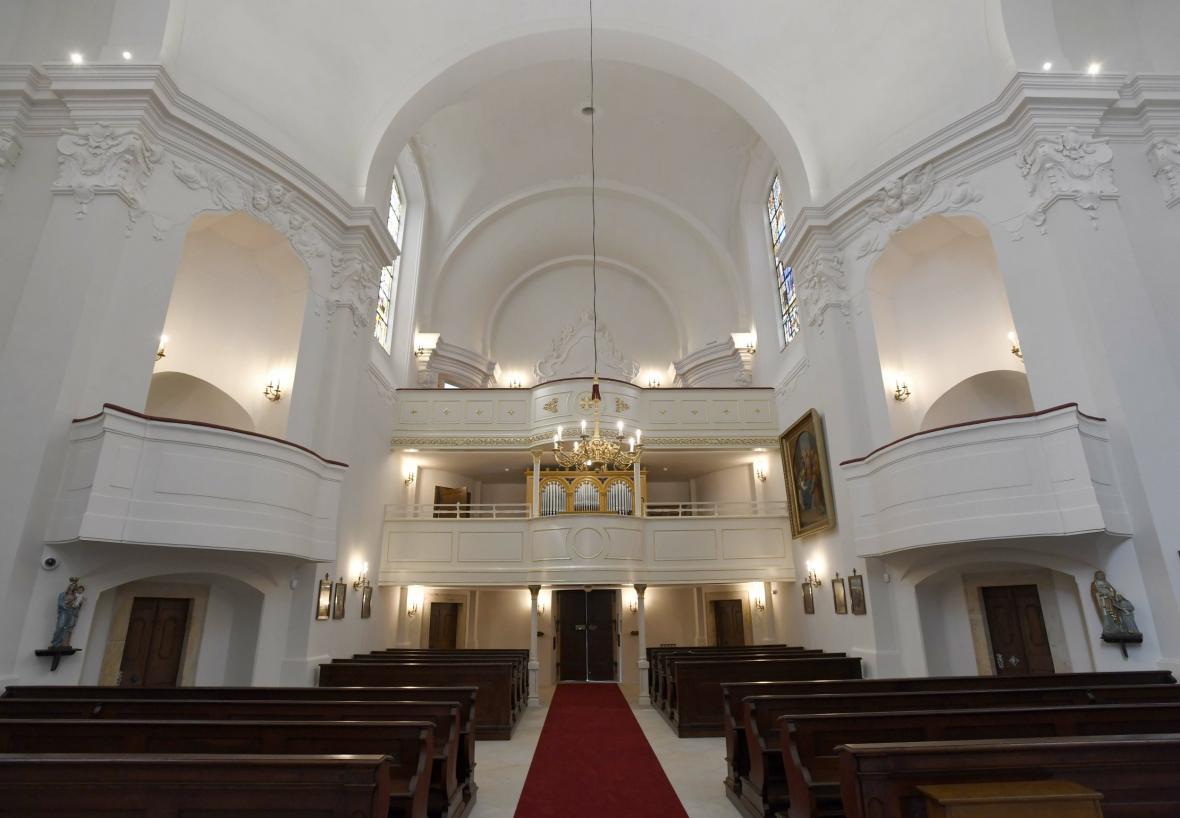 Po třech letech skončila oprava Kostela Nejsvětějšího jména Ježíš v Lánech
