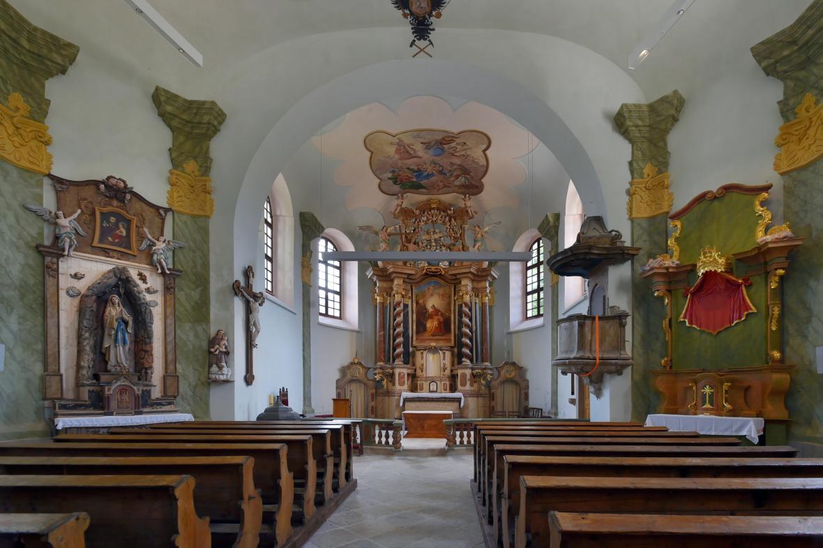 Interiér barokního kostela svaté Anny na Božím Daru