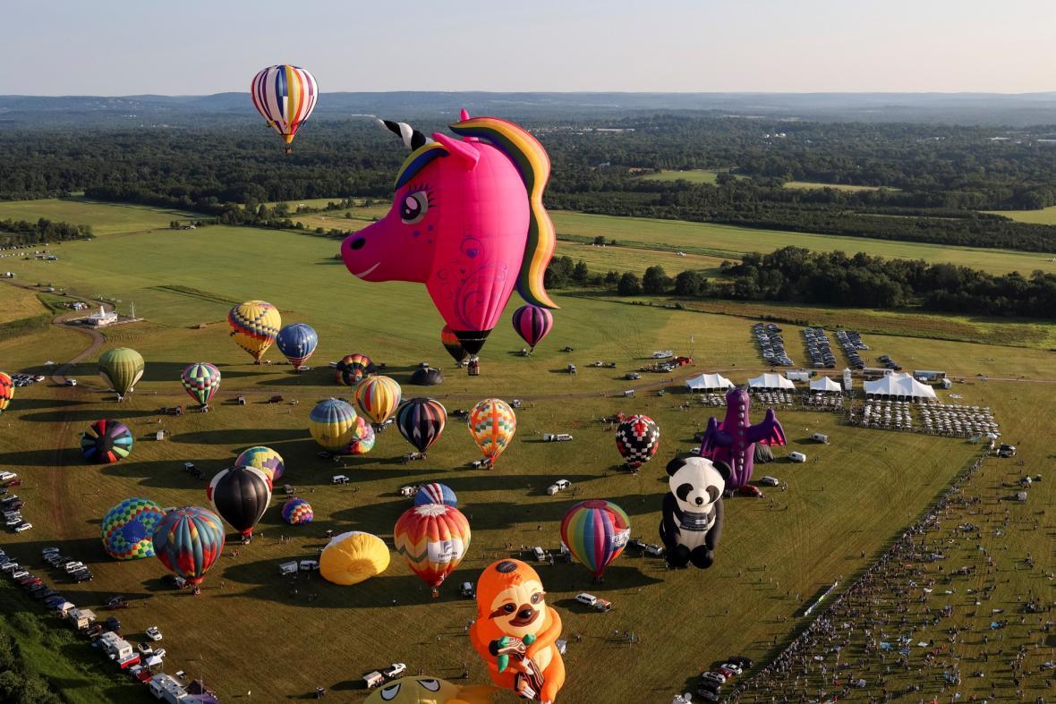 Festival balónového létání v New Jersey. Na nebi se tento rok objevilo 58 balónu různých tvarů i velikostí