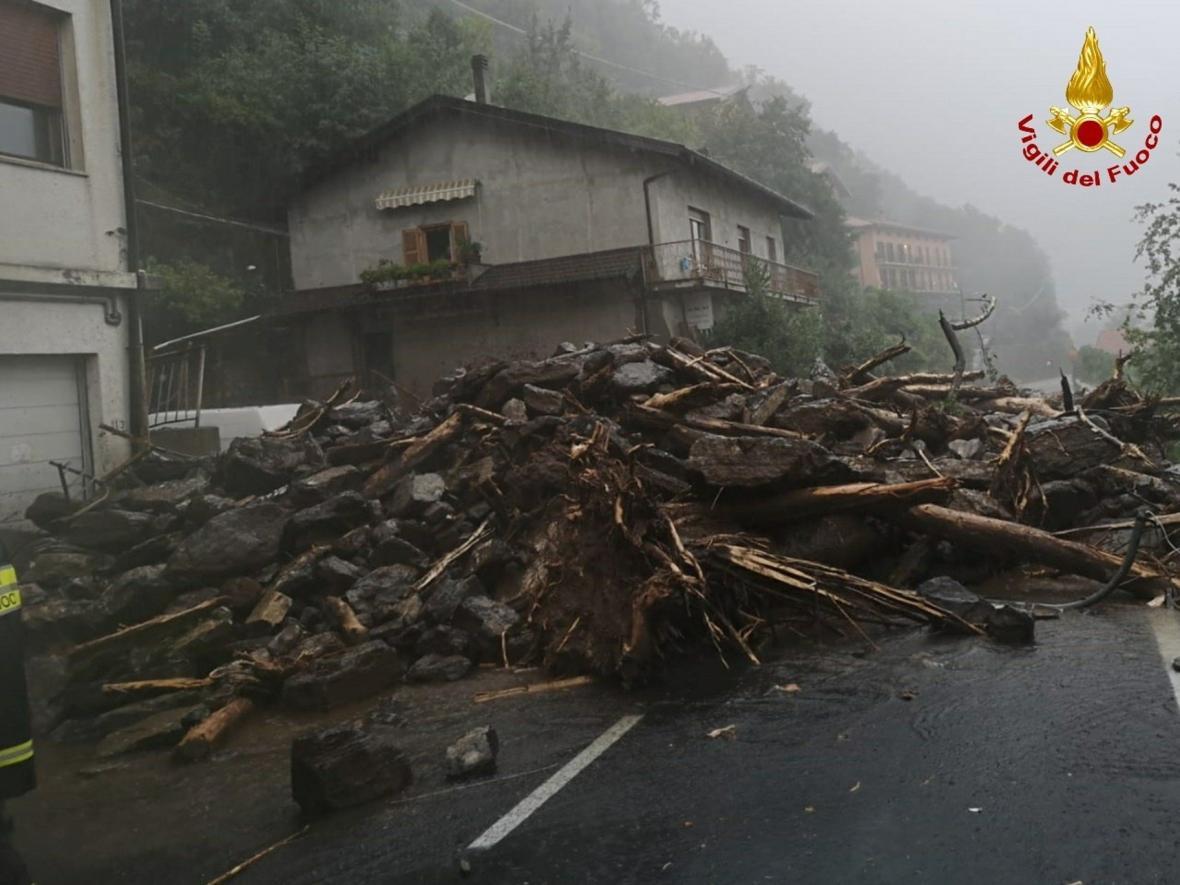 Extrémní déšť zapříčinil na několika místech v okolí Komského jezera v Itálii sesuvy půdy