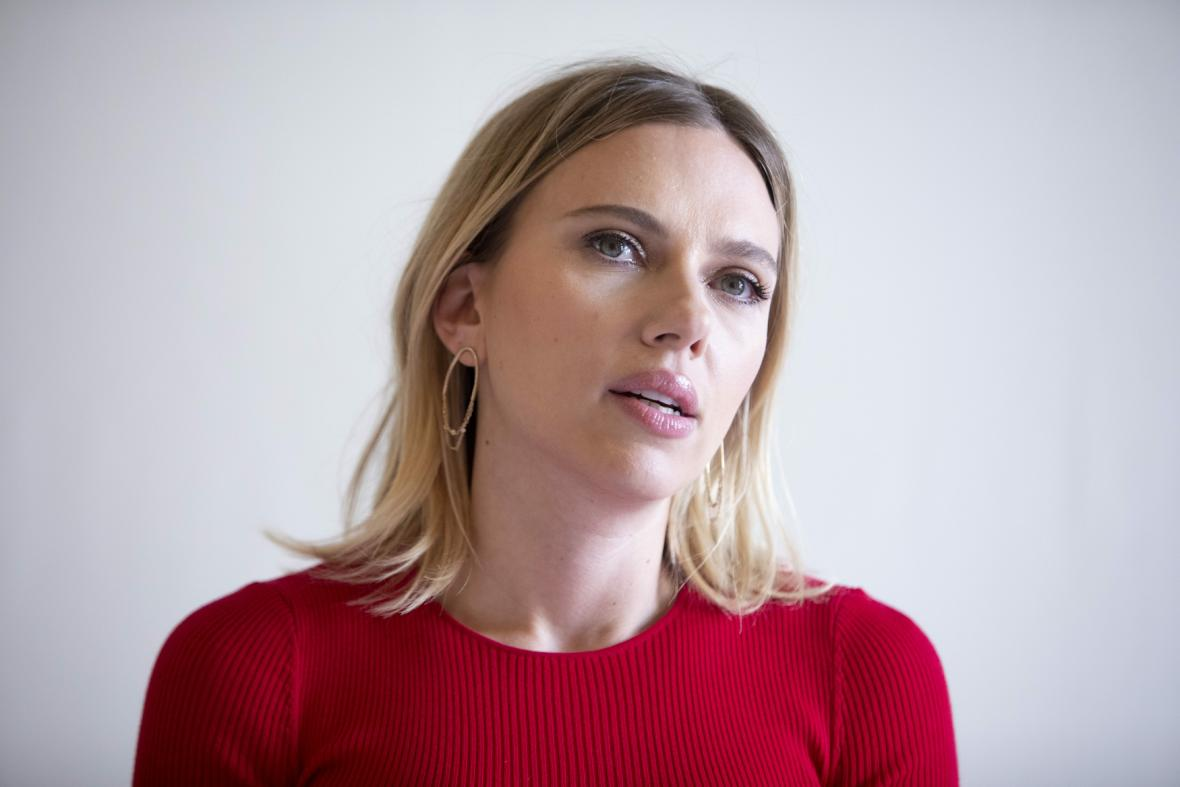 Herečka Johanssonová žaluje Disneyho kvůli premiéře filmu Black Widow. Společnost to ostře odmítá