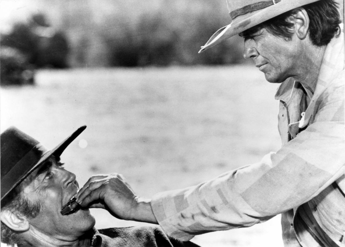 K westernu Tenkrát na západě vytvořil ikonický hudební doprovod skladatel Ennio Morricone
