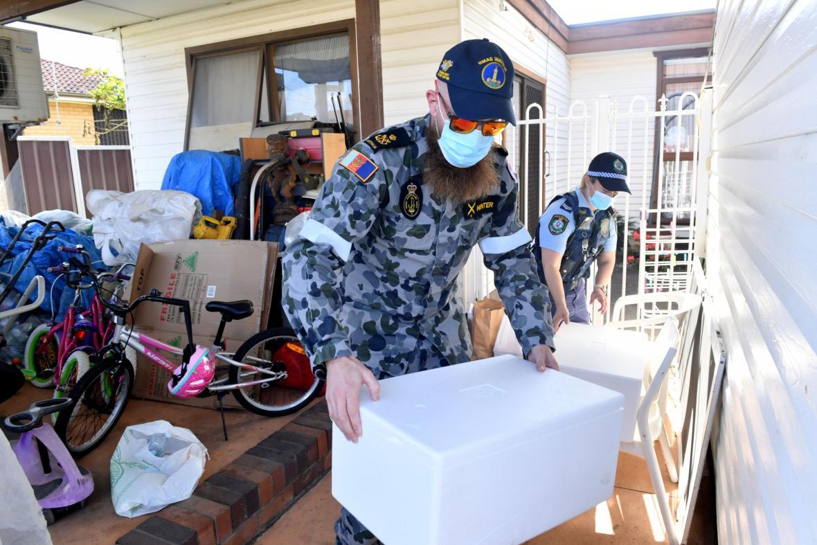 V Sydney lidem v karanténě doručuje jídlo policie i obranné síly
