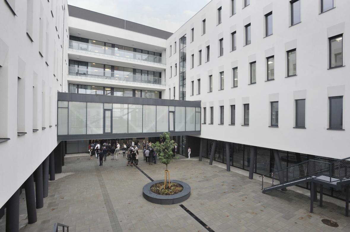 Nová budova II. interní kliniky FNOL