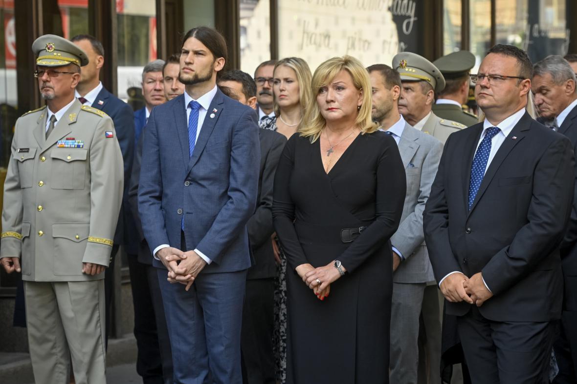 Vzpomínková akce k uctění památky obětí invaze vojsk Varšavské smlouvy v roce 1968 před budovou Českého rozhlasu