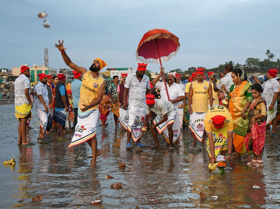"""Svátek Janai Purnima se koná převážně v oblasti indického města Bombaj, částečně ho slaví slaví i obyvatelé státu Rádžasthán a dalších koutů Indie, kam byl z Bombaje historicky """"importován"""