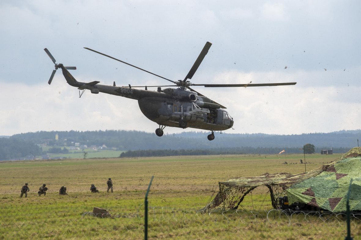 Výsadkový pluk Armády České republiky má nový výcvikový prostor u Chotěboře