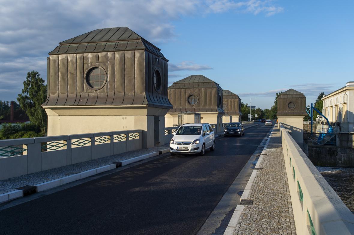 Památkově chráněný most v Přelouči je opět v provozu