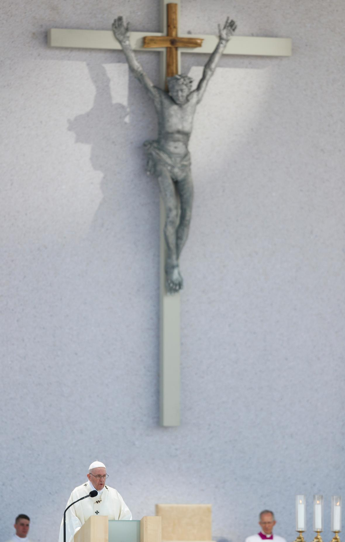 Papež František odsloužil mši v Šaštíně