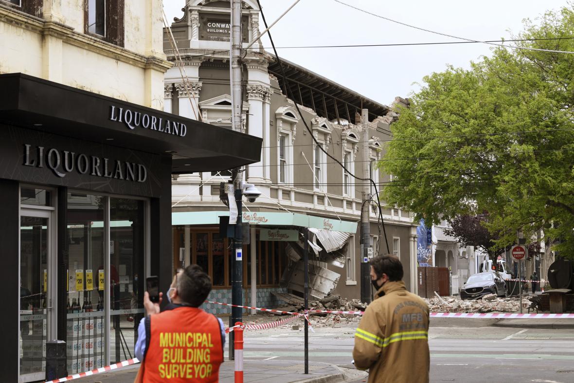 Australský stát Viktorie zasáhlo silné zemětřesení. Fotografie ukazují škody způsobené zemětřesením v Melbourne