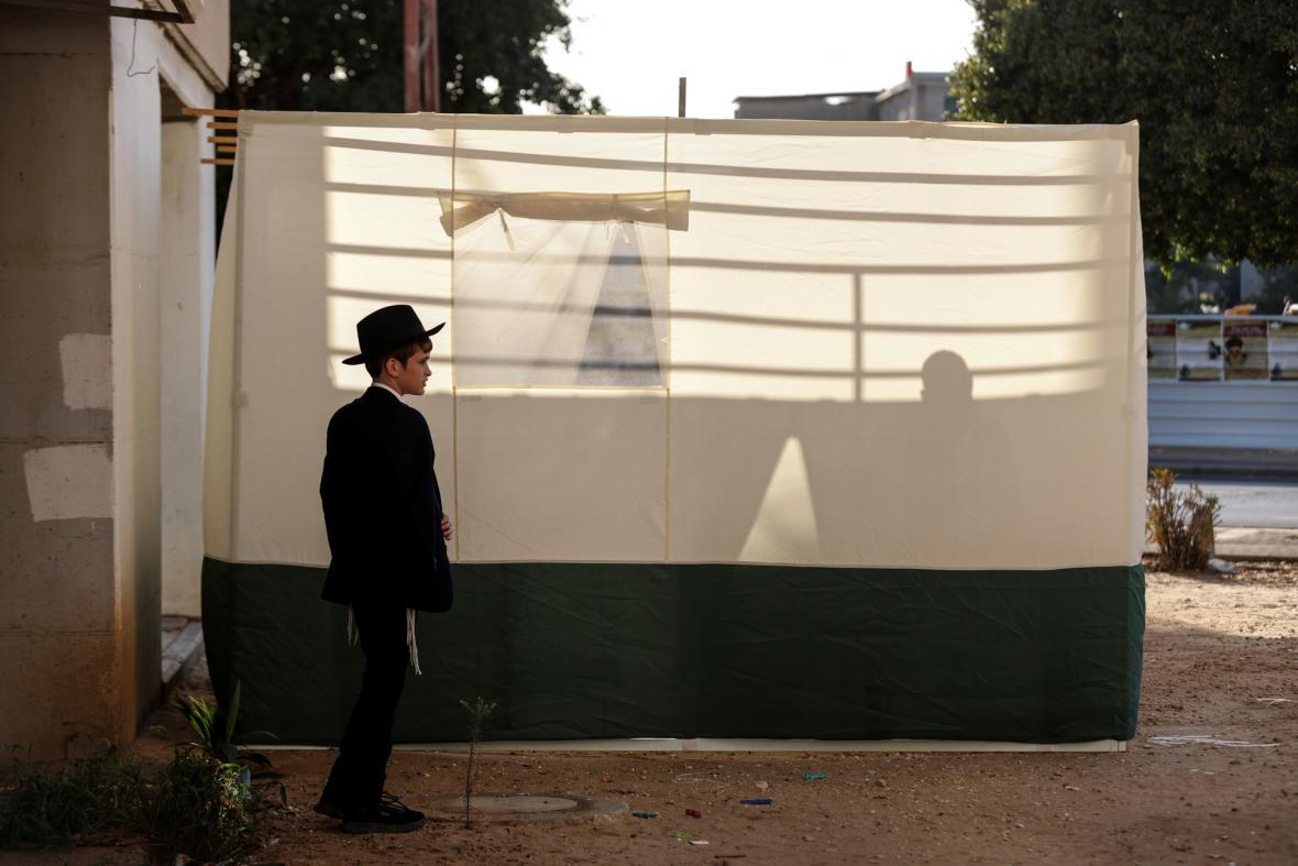 Věřící ve městech Jeruzalém a Ašdod oslavují svátek zvaný Sukot, známý též jako Svátek stanů