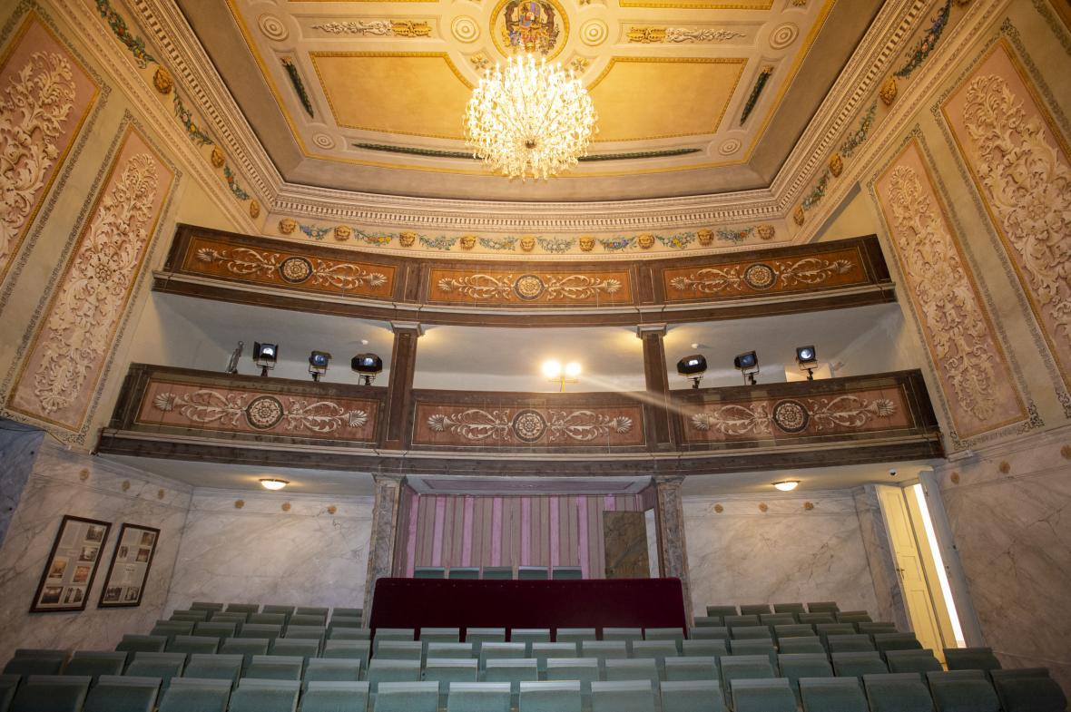 Národní zemědělské muzeum otevřelo 23. září 2021 na zámku Kačina na Kutnohorsku nové expozice, k nimž patří i šlechtické divadlo