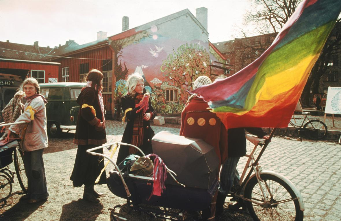 Historie obrazem: Svobodného města Christiania vzniklo před 50 lety v bývalých kasárnách hlavního města Kodaň v Dánsku