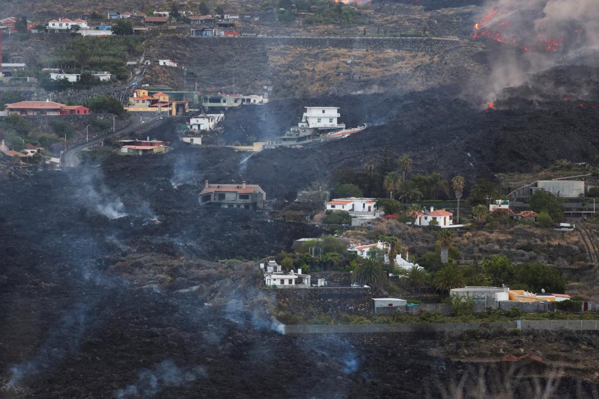 Láva ze sopky na španělském ostrově La Palma dorazila k moři