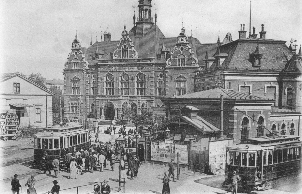 Tramvaj na místním nádraží v Moravské Ostravě