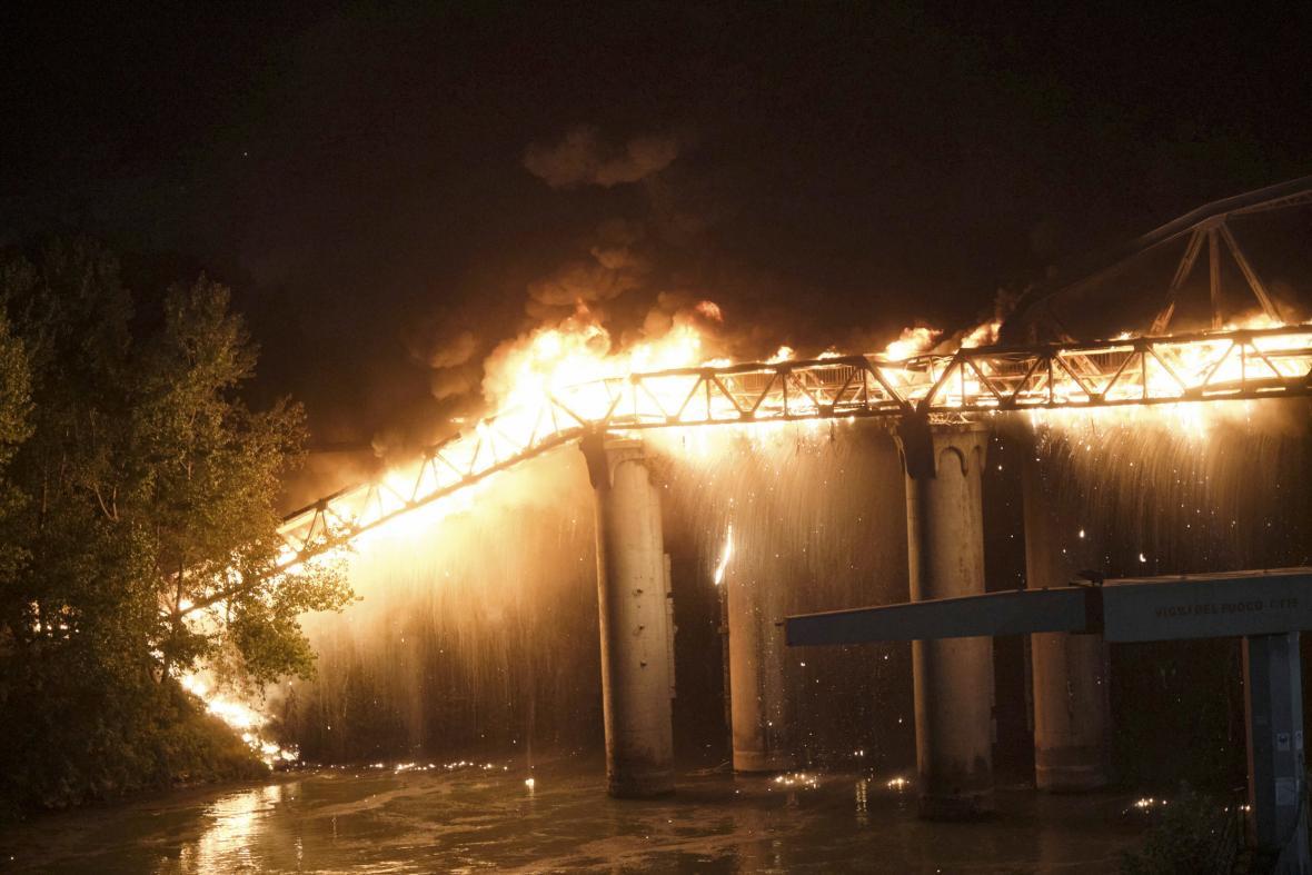 Požár mostu v Římě