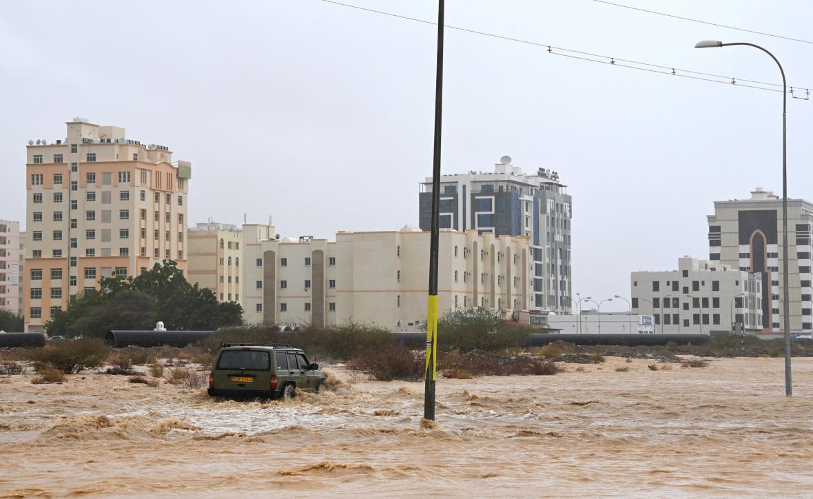 Cyklon Shaheen zasáhl Omán