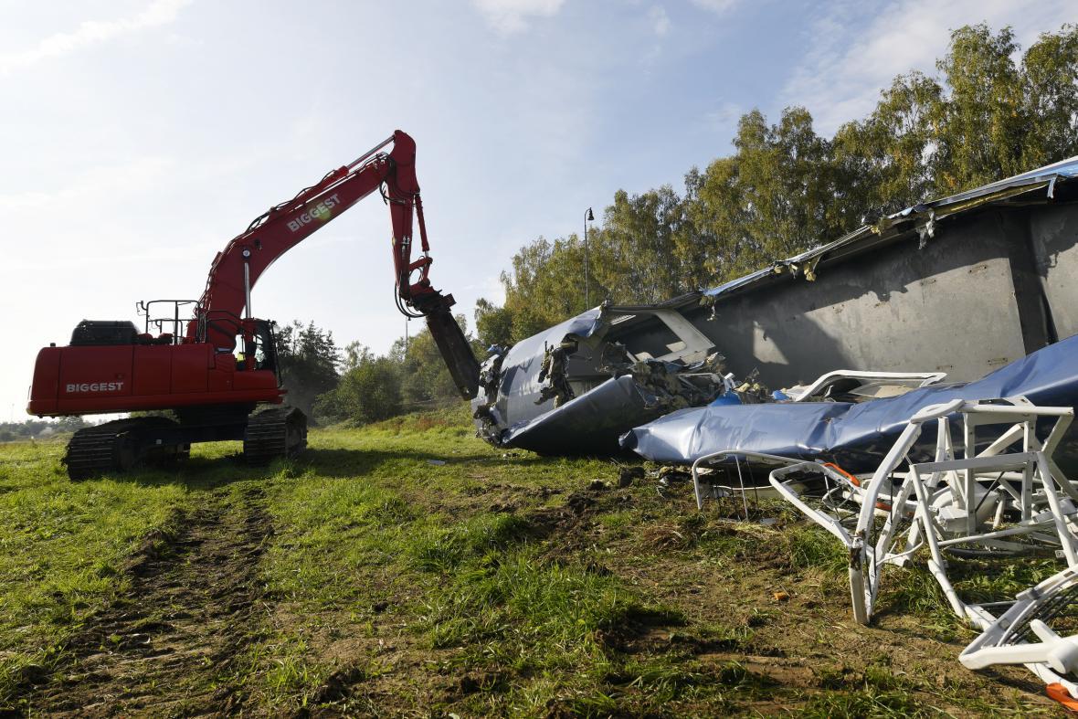 Likvidace havarovaného vagonu v Milavčích
