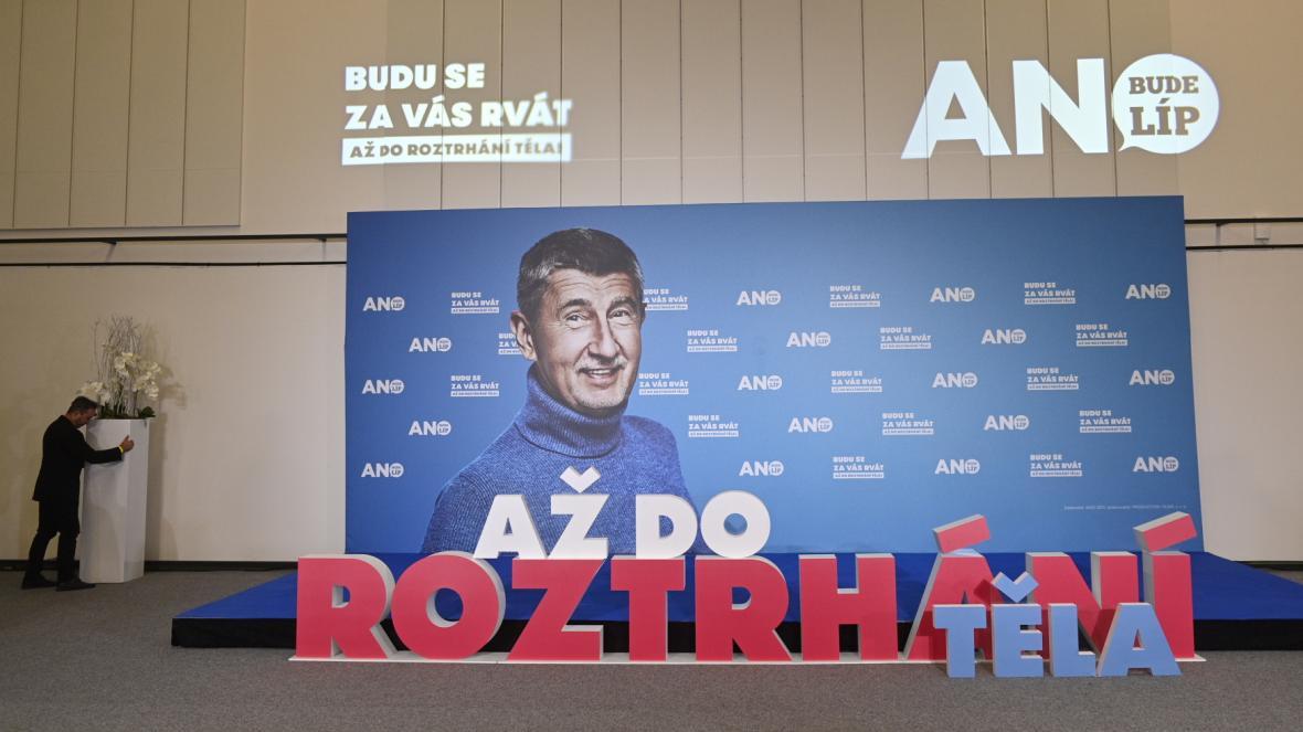 Ivan Bartoš ve volebním štábu Pirátů a STAN