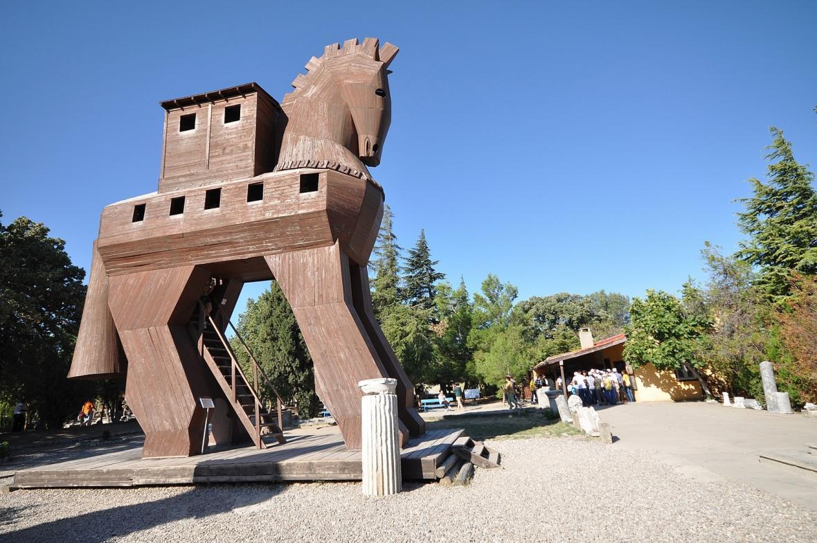 Trója dnes láká i na repliku legendárního dřevěného koně