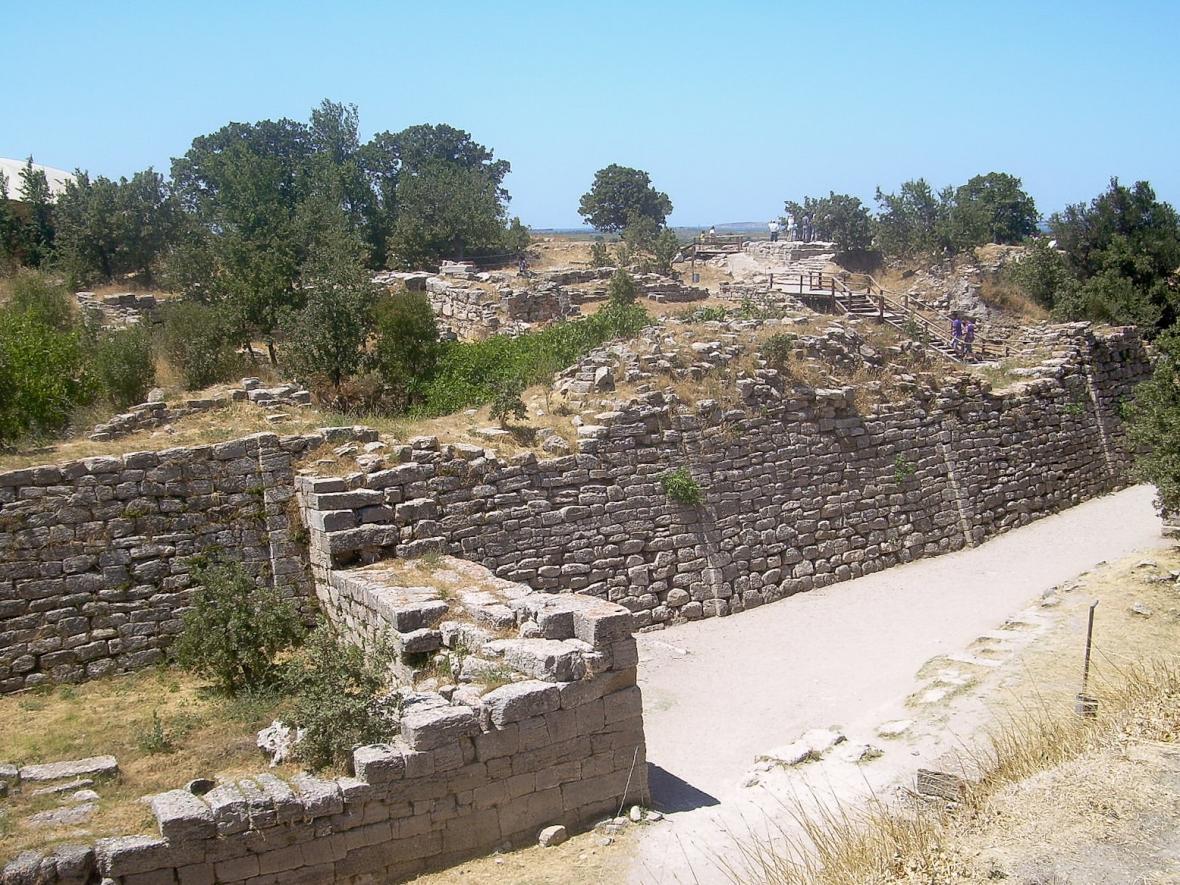 Zbytky paláců antické Tróji