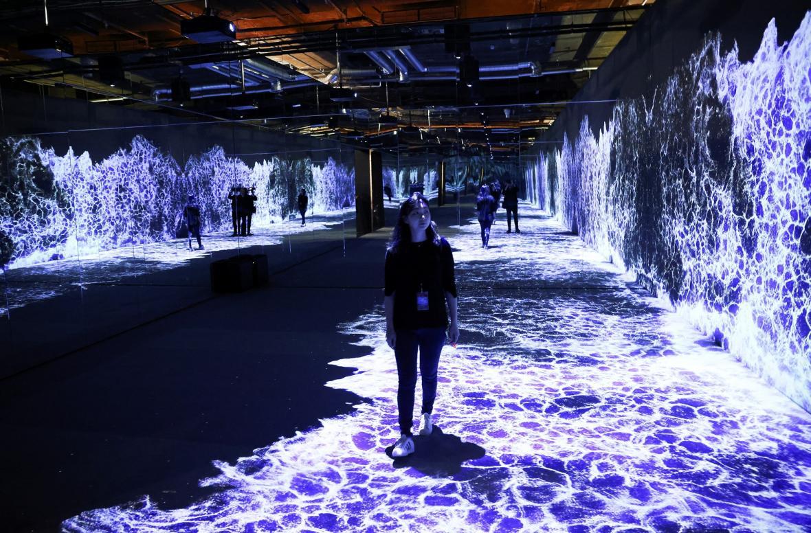 Londýnský galerijní prostor 180 Studios ve spolupráci se SUUM Project zahájí 13. října experimentální výstavu, která posunuje hranice vnímání virtuální reality