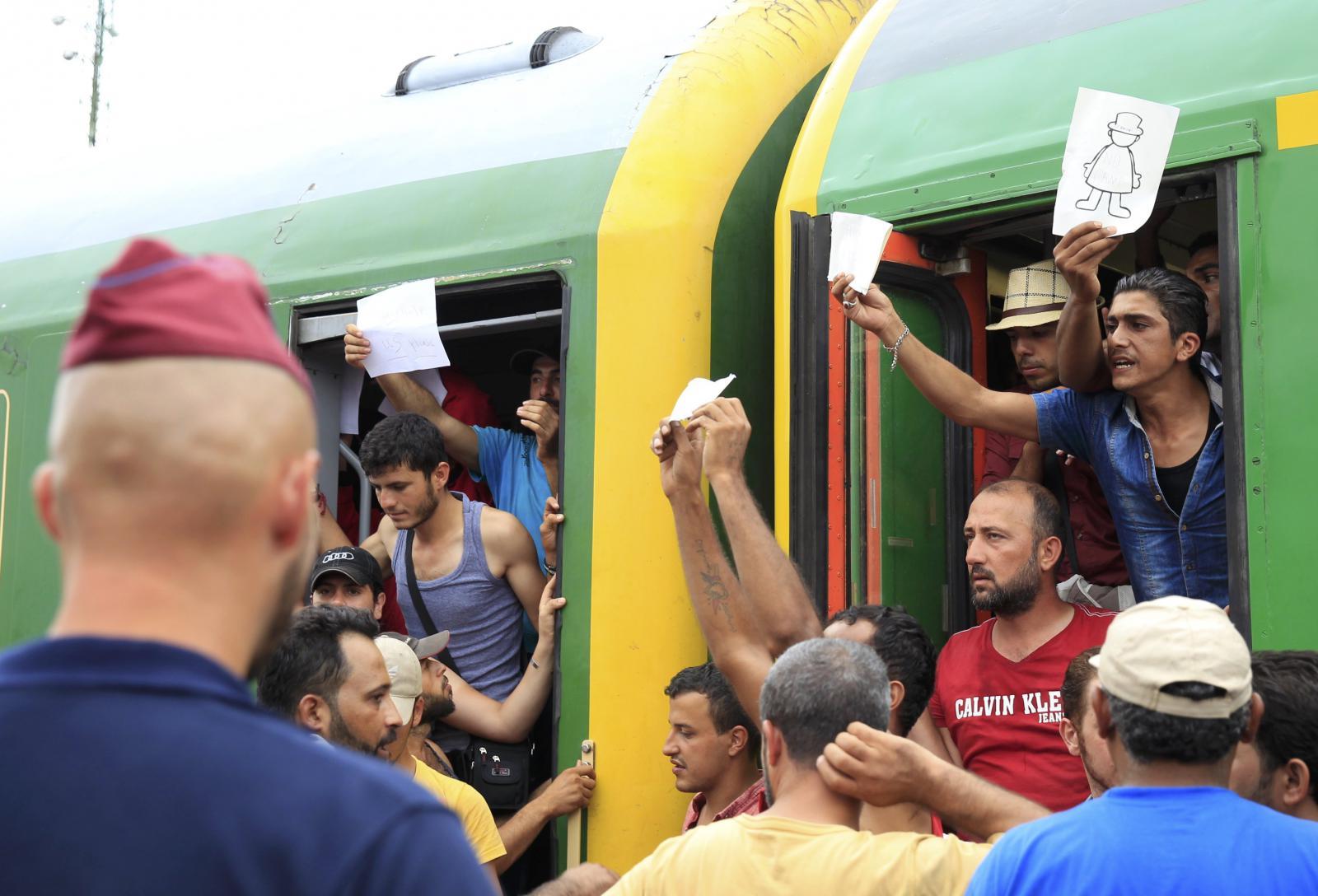 Uprchlíci na nádraží v Bicske