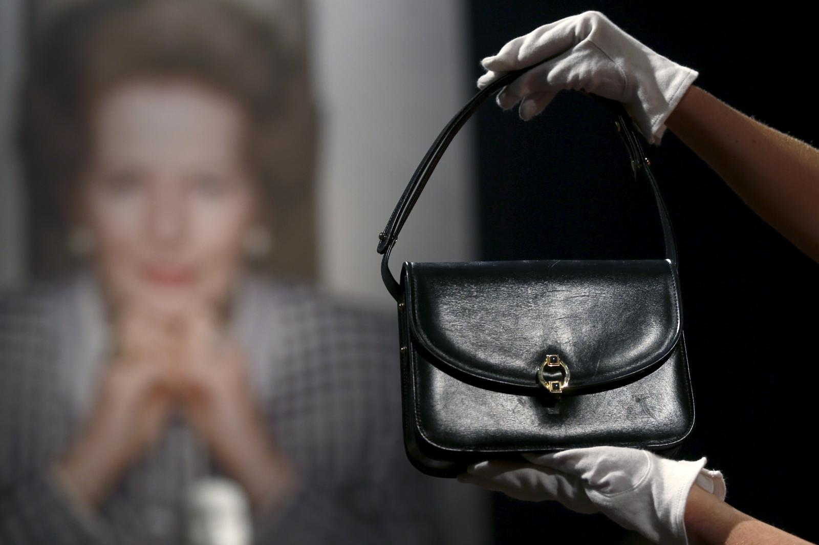 Thatcherové kabelka jde do dražby