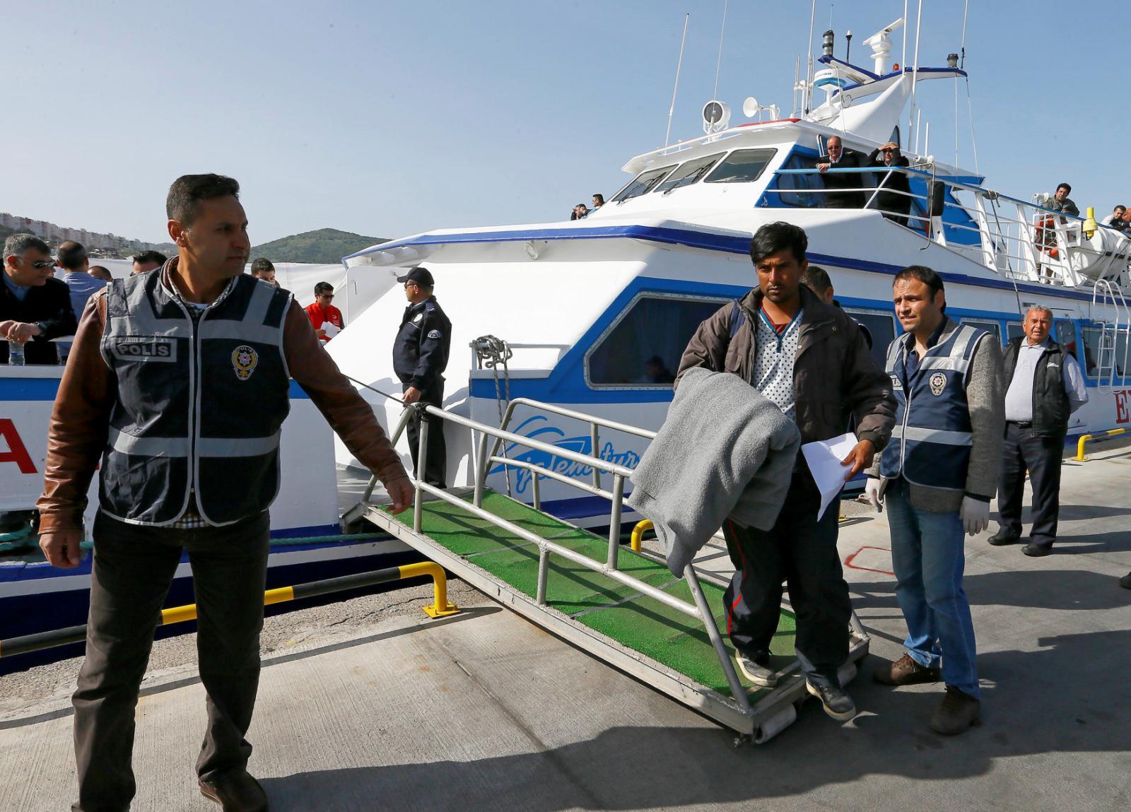 Uprchlíci byli vráceni z Řecka do Turecka
