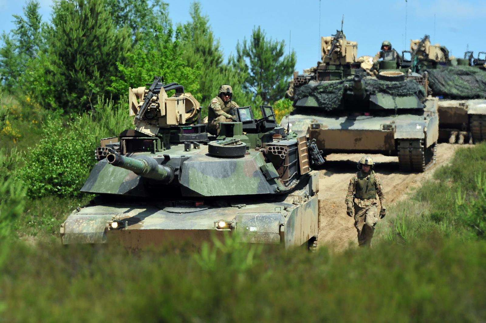 Tanky se připravují na vojenské cvičení Anakonda na severozápadě Polska