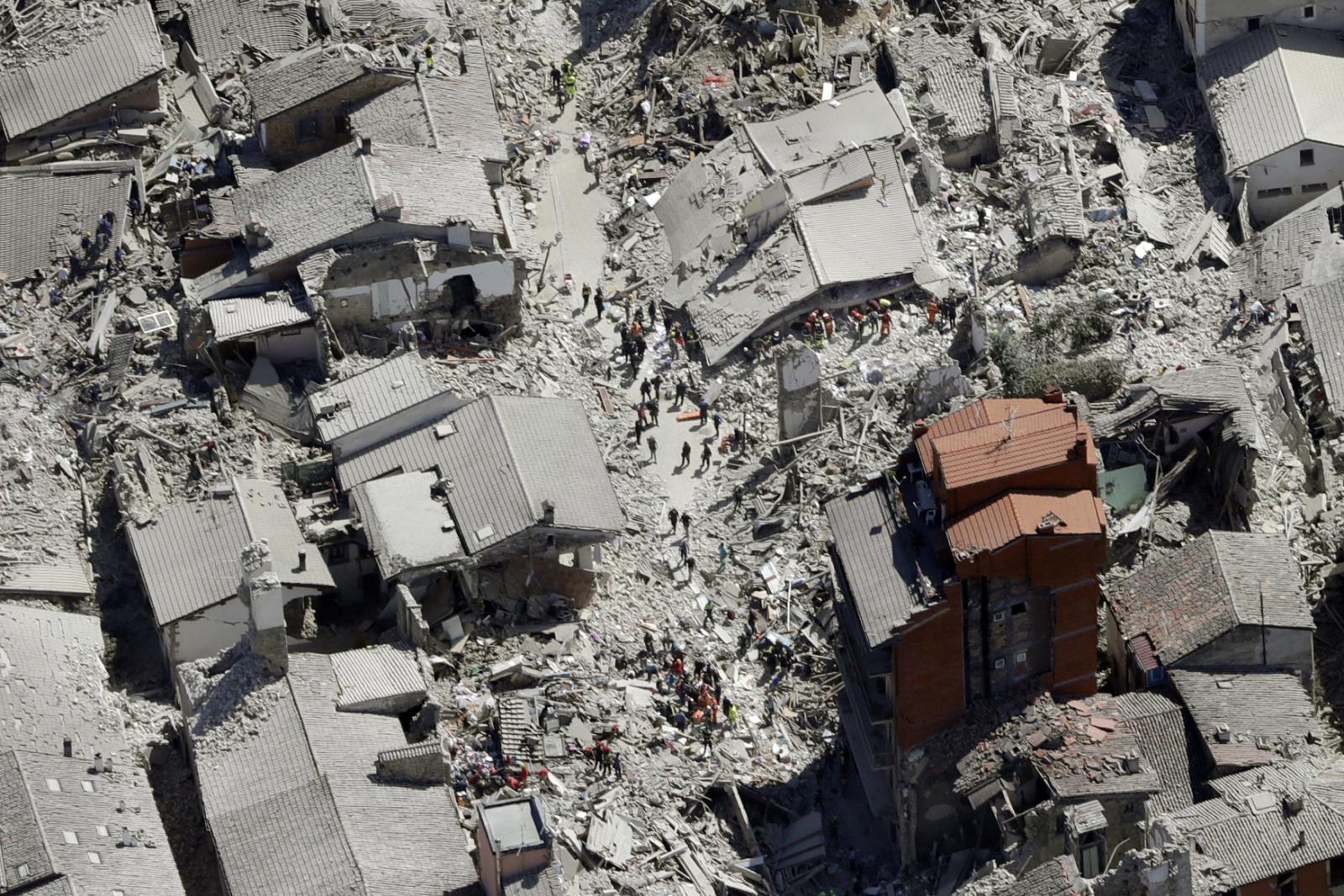 Vzdušný pohled na zdevastované město Amatrice