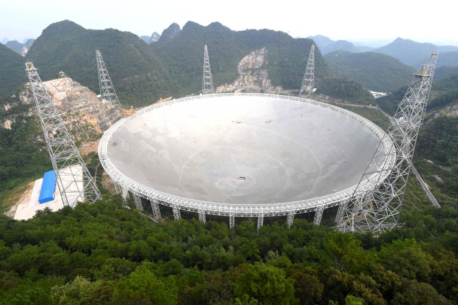 Největší teleskop na světě postavila Čína