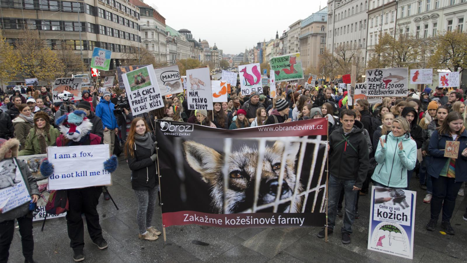 Protest proti kožešinovým farmám na Václavském náměstí