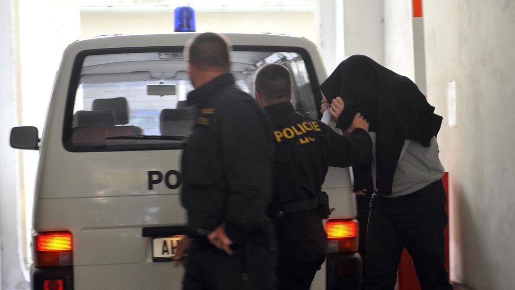 Policisté přivezli do sídla ÚOOZ neznámého muže