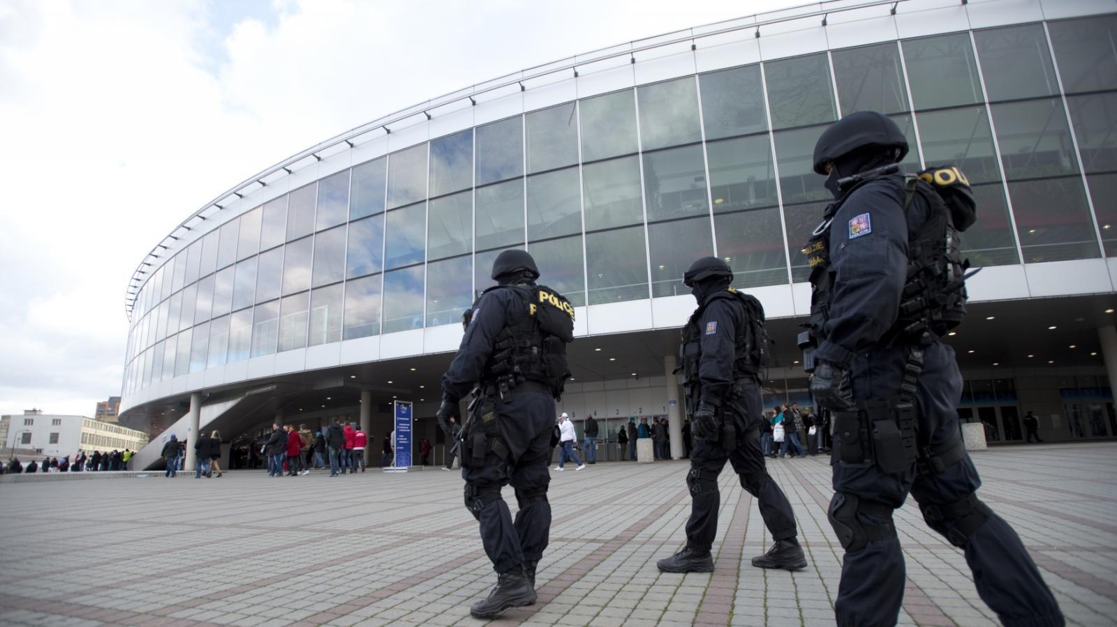 Policejní opatření při finále tenisového Fed Cupu po pařížských útocích