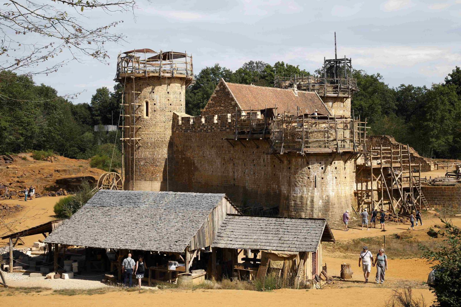 V Burgundsku vzniká hrad jen za pomoci středověkých technik