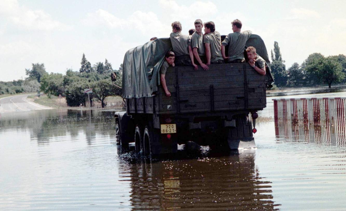 Praga V3S sloužila i při nasazení armády během povodní v roce 1997