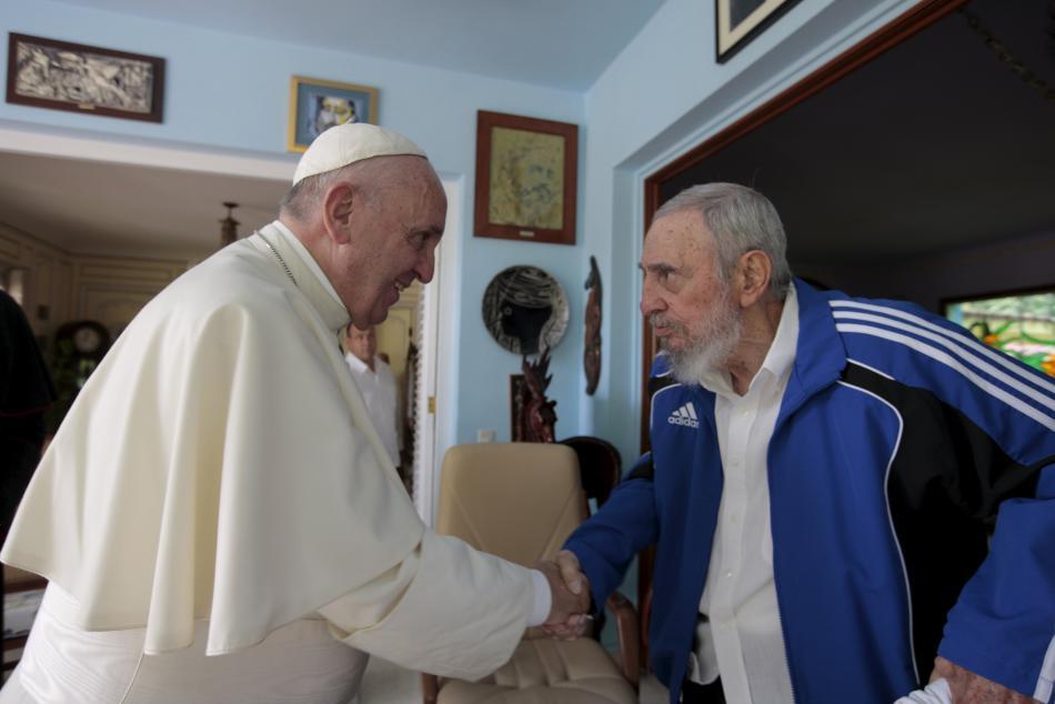 Papež František se na Kubě setkal s Fidelem Castrem