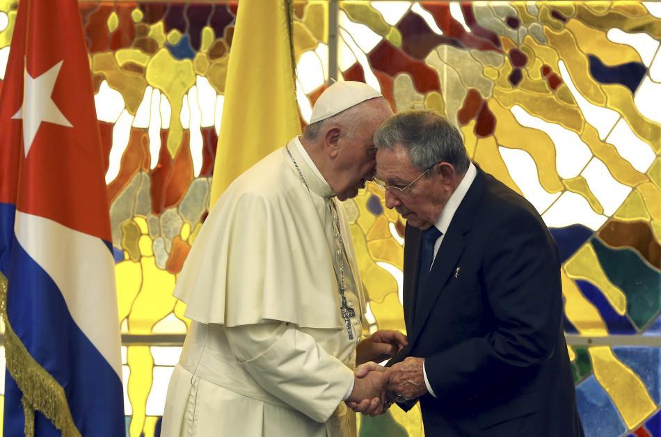 Papež František a Raúl Castro