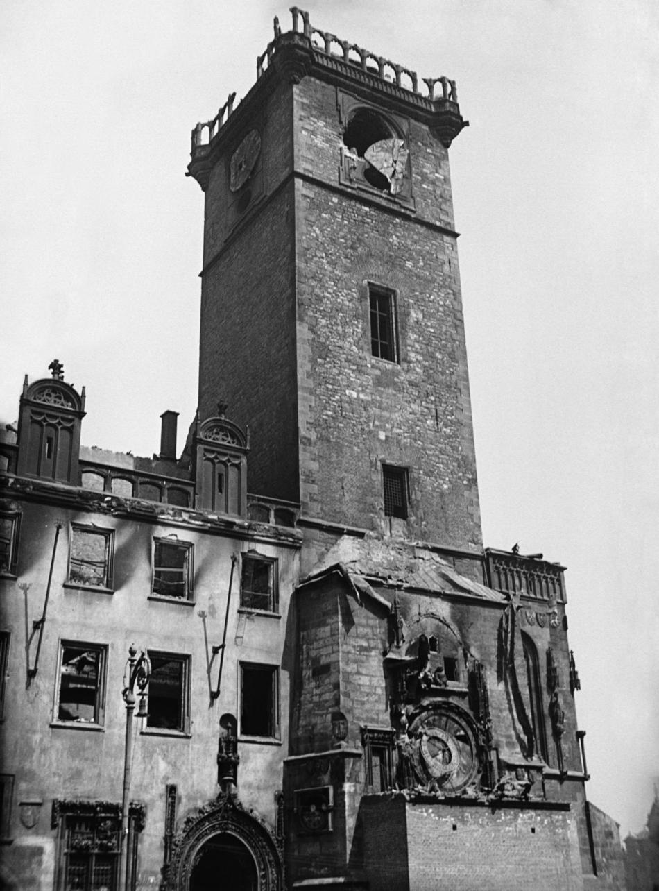 Zničená staroměstská radnice