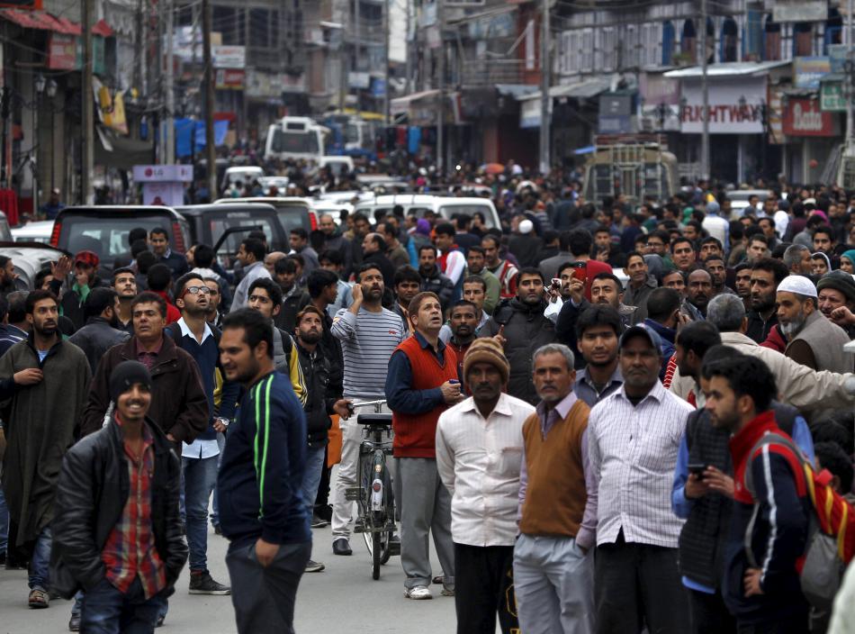 Po prvních otřesech půdy zaplnily davy ulice indického Šrínagaru