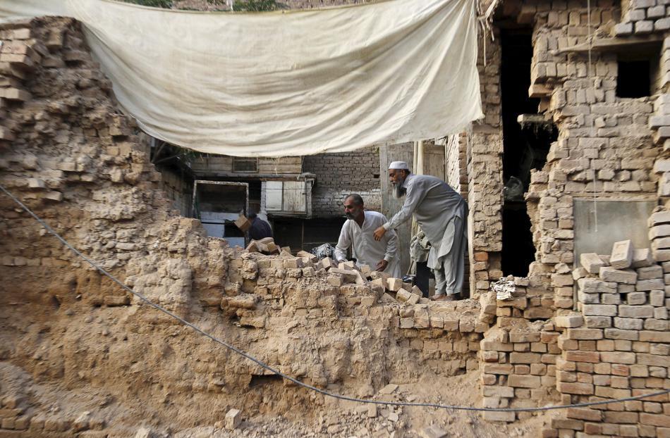 Následky zemětřesení v Péšávaru