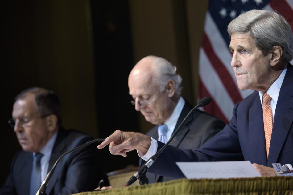 Sergej Lavrov a John Kerry po vídeňském jednání o Sýrii