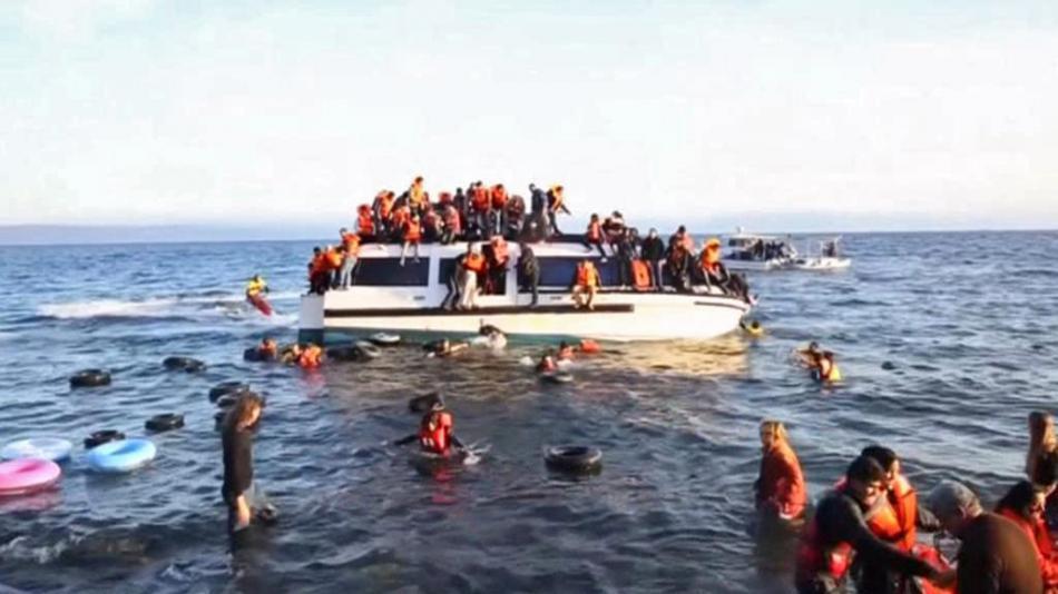 Uprchlíci ve Středozemním moři riskují životy
