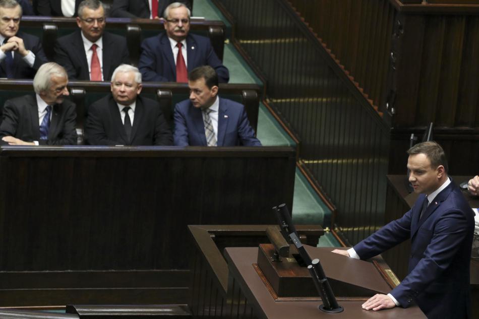 první schůze nově zvoleného parlamentu se účastnil i prezident Duda